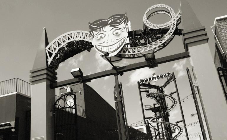 luna park entrance 04262014